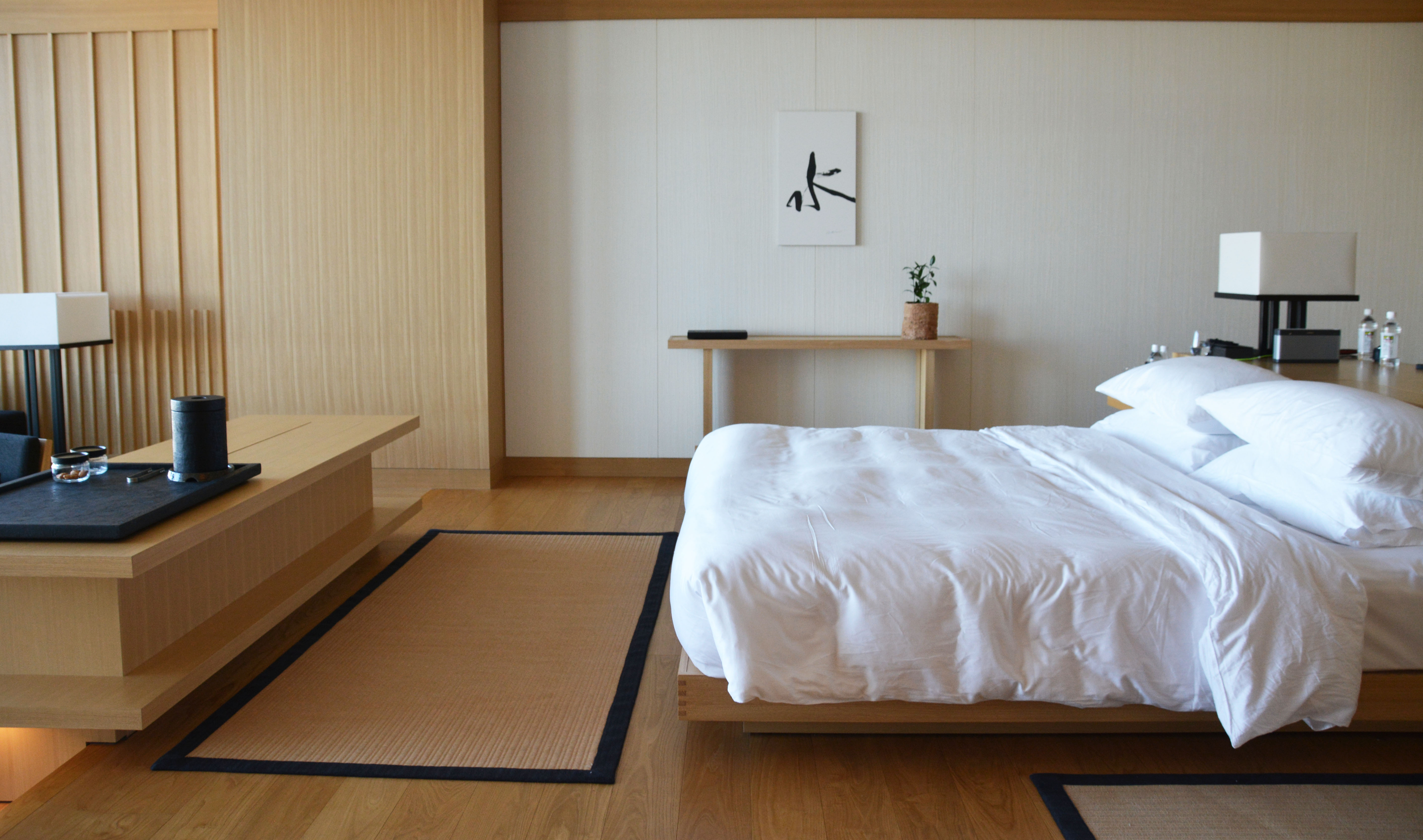 Light woods zen at the aman hotel tokyo flat 15 for Design hotel tokyo
